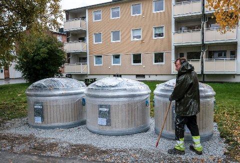 Med å grave ned søppeldunkene er det en mere moderne og renslig håndtering av søppelet.