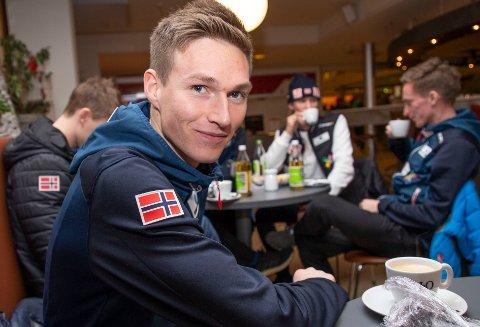 DEBUTANT: Robin Pedersen måtte, som alle førstegangsreisende i hoppuka før ham, holde tale.