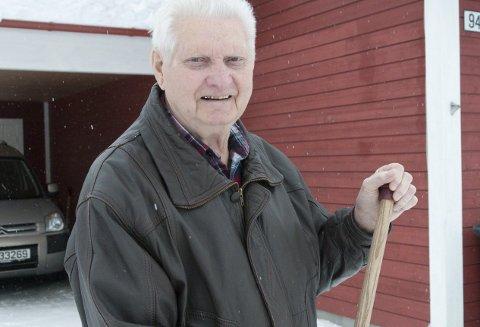 TAR ET TAK: Magne Eriksen er vant til arbeid og har nesten for lite å drive med i og ved nytt hus på Hallingby.