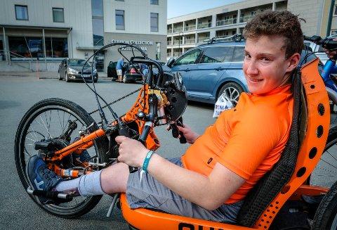 Funksjonshemmede Sander Andreassen sykler fra Nordkapp til Hurdal.