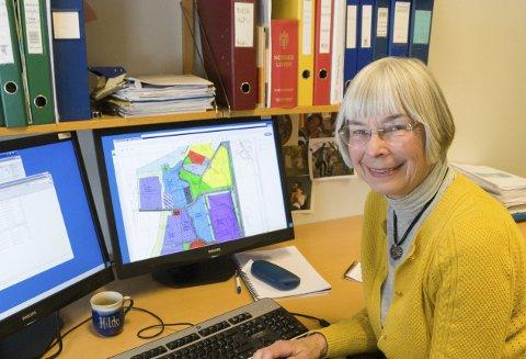 LANG FARTSTID: – En må «være litt potet» og gjøre seg nyttig på flere felt i en liten kommune, sier Hilde Bendz. Hun kjenner reguleringsplanene i Hole bedre enn de aller fleste.