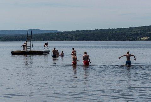 BADEVÆR: Den siste helgen i juni var det badeforhold, og varmt vær. Kanskje var det disse dagene som skulle til for å dra snittet over normalen for juni måned.