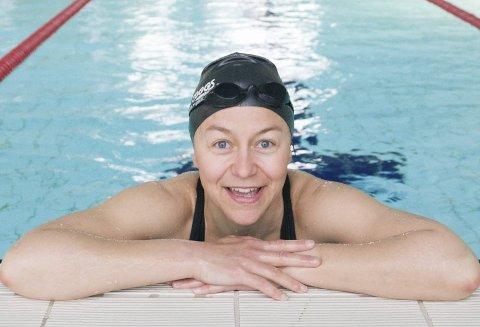 KJAPP: Det går skikkelig unna i bassenget, men Ann Kristin Olaussen kan kikke opp et øyeblikk likevel.