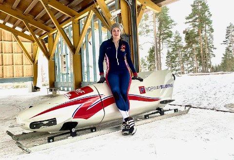 FORNØYD: Josefine Larsen Martinsen er strålende fornøyd med å ha tatt gull og sølv i løpet av NM-helgen.