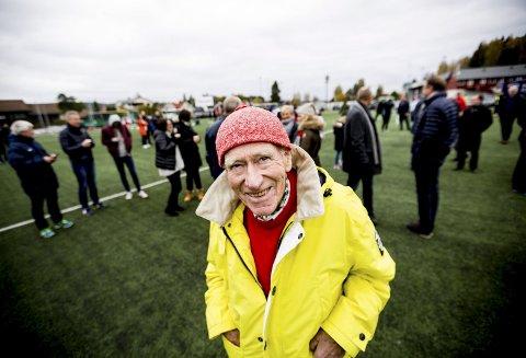Glad i STRØMMEN: Olav Thon innrømmer at hjertet hans banker litt ekstra for Strømmen, og håper den nye banen vil gjøre susen for Strømmen IF. Foto: Tom Gustavsen