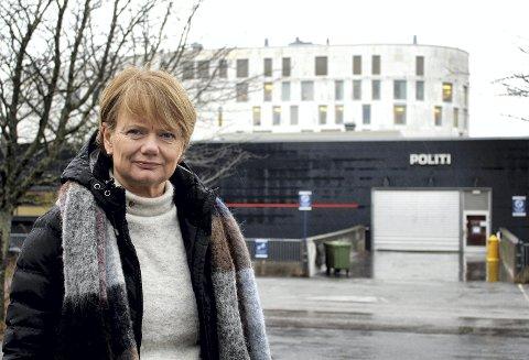 VIKTIG TILSTEDEVÆRELSE: Ordfører Ragnhild Bergheim (Ap) mener politiets tilstedeværende lokalt er helt avgjørende for den tverrfaglige forebyggingen i Lørenskog. Foto: Torstein Davidsen