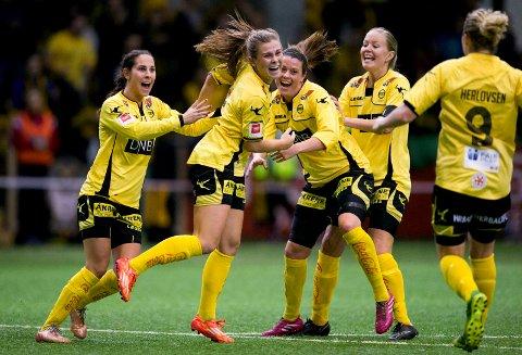 HAAVI I SENTRUM: Emilie Haavi scoret seks ganger da LSK Kvinner slo Molde 16-0 i cupen onsdag.