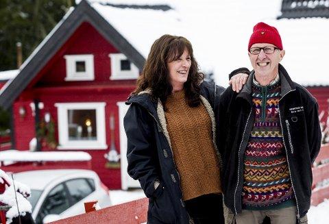 Gode naboer: Gun Wulff flyttet til Vormsund for to år siden. Takket være naboen, Reidar Sannerud, har hun blitt godt integrert i bygda.foto: Tom Gustavsen