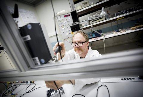 Erfaren: Kristian Ellingsberg i Justervesenet har jobbet med testing av strømmålere i mange år. Han er fornøyd med de nye testresultatene.Alle Foto: Lisbeth Andresen