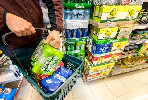 PÅ HANDLETUR: Nordmenn reiser stadig oftere til Sverige for å handle.