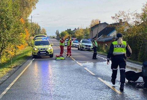 FRONTKOLLISJON: To biler var mandag ettermiddag involvert i en frontkollisjon på Kirkeveien ved Skedsmokorset.