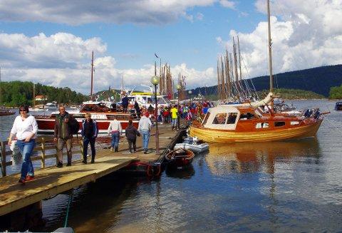 LEKRE LINJER: Det er mange flotte båter å se på trebåtfestivalen.
