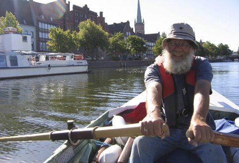 LANG TUR: Ivar Papadopoulos Samuelsen kommer til Filtvet Fyr for å fortelle om sin lange fart fra Oslofjorden til Egerhavets kyst i båt.