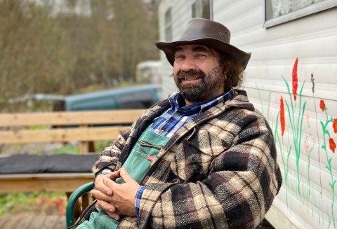 BURSDAG: Leder for Forente Norske Rednecks, Thore-Erik Rype (55) gav RHA med glede en omvisning i sumpen, på sin bursdag.