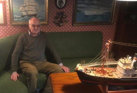 KAHYTT: Kaptein Eric Jacobsen gikk i land på Nærsnestangen og bygget hvalskytterkahytt i stua.