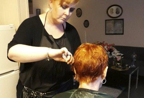 Rett hjem i stua: Cecilie kommer rett hjem i stua di og ordner håret ditt. ALLE FOTO: PRIVAT.