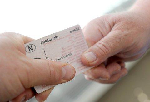 Politiet inndro mannens førerkort i februar etter at han ble tatt i 70 i en 50-sone i Raveien. Politiet trodde at han hadde ni prikker. Det viste seg å være feil - mannen hadde kun tre prikker. Illustrasjonsfoto
