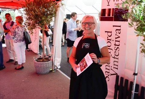 TREDJE ÅRET: Sandefjord Vinfestival har ingen planer om å gi seg. Det blir festival og full fart i år igjen. Daglig leder ved Draaben Kulturbar, Heidi Schau.
