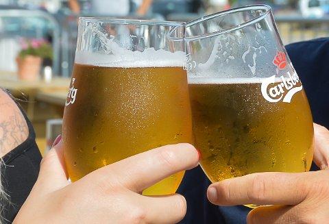 TILBAKE: Fredag blir det igjen mulig å få servert alkohol på utesteder i Sandefjord. Det gjelder imidlertid kun restauranter som serverer mat.