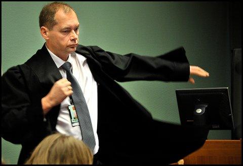 Politiadvokat Jahn Schei er aktor under den pågående rettssaken mot de tre Østfold-mennene som er tiltalt for grov økonomisk utroskap overfor et konkursrammet bemanningsselskap i Sarpsborg og grovt skattesvik.