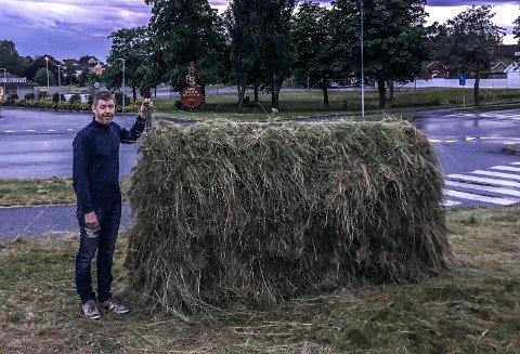 ARBEIDET FERDIG: Her har Gudbrand Rødsrud fullført klipping og hesjing på Kurland.