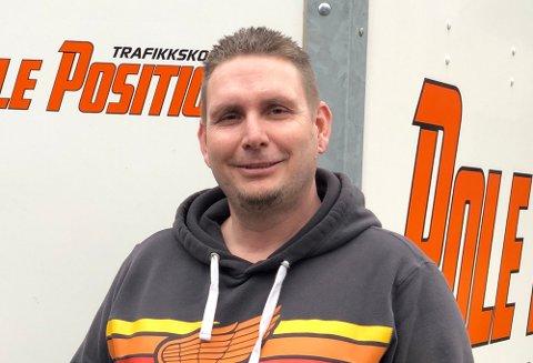 Ole Larsen har suksess med trafikkskolen Pole Position på Borgenhaugen.