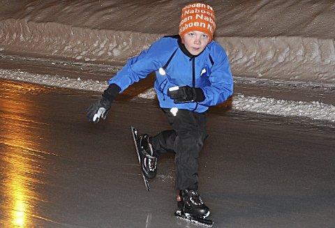 GØY, MEN ...: – Skøyter er gøy, men motorsykkel er enda artigere, sa Oliver Haugerud Teig (7).