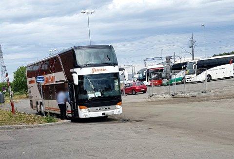 TATT PÅ FERSKEN: En bussjåfør urinerte på egen buss i busslommene på Ski stasjon.