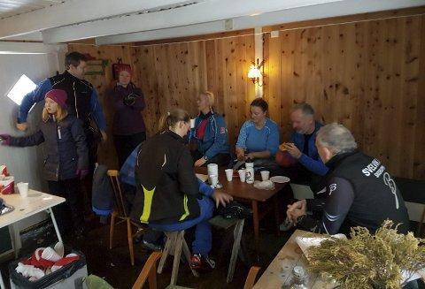 FULLT HUS: Det var fullt hus i Svanlihytta i helga.Alle foto: Svelvik Il skigruppe