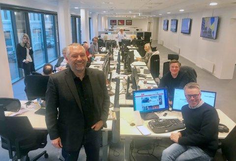 EN GOD DAG: Sjefredaktør Ove Mellingen, digitalredaktør Tom Erik Holland og resten av TA-huset har all grunn til å smile i dag.