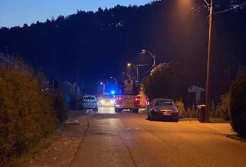 RYKKET UT: Alle nødetatene rykket ut til adressen i Porsgrunn etter smellet i natt.
