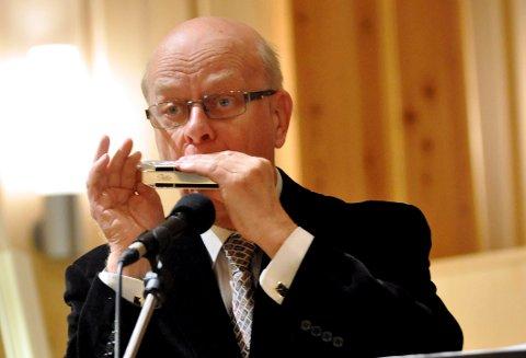 Sigmund Groven på Lysmesse i Heddal låvekirke 2014. Senere i juni utnevnes han til Ridder samme sted.