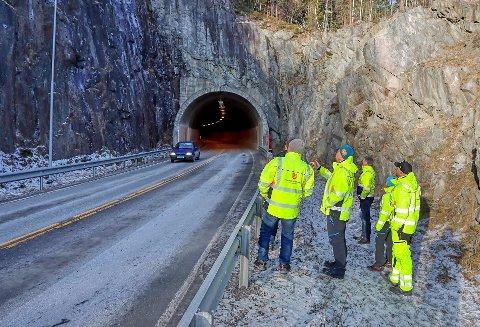 VEIARBEID: Fra lørdag av blir det vanskeligere å passere tunnelene på Tinnsjøvegen. Og i hele juni og juli stenges dem helt.
