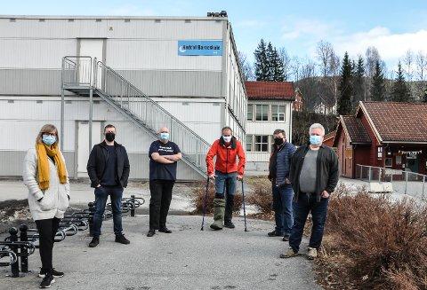 SNUR: Ny vending i skolesaken. Nå skal Rygi utredes. Fra venstre: Cecilie Lerstang (R), Henning Meyer (Sp), Terje Nyvoll (KrF), Tor Borgejordet (uavhengig), Gunnar Bakken (Uavhengig) og Torgeir Bakken (Ap)