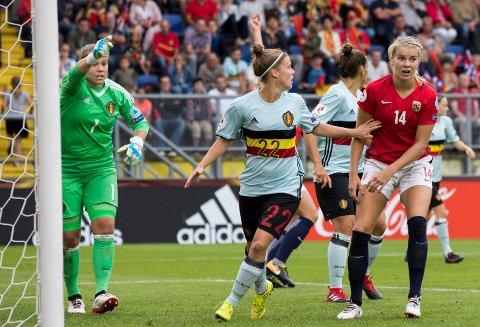 Ada Hegerberg og Norge tapte mot Laura Deloose og keeper Justien Odeurs torsdag.