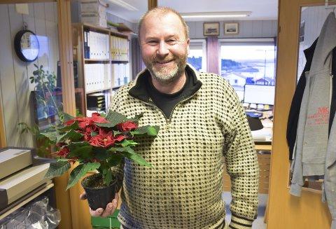 FIKK JULESTJERNE: Oddbjørn Moe har drevet Moe maskin og transport i 25 år, men gjør mye mer enn betalte jobber.