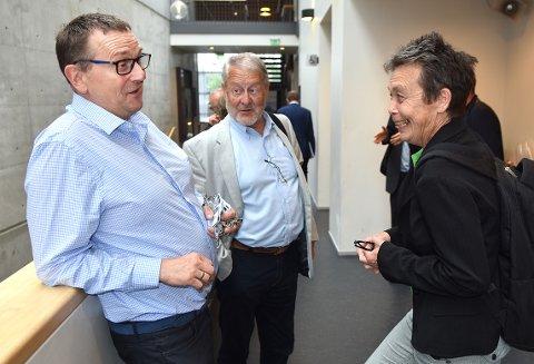 STRATEGI: Daglig leder Bergsvein Brøske i Todalsfjordprosjektet (til venstre) inviterer til strategisamling i Kristiansund mandag 22. juni. Der skal blant andre Olav Egil Ellevset (i midten) delta. Fylkespolitiker Kristin Sørheim til høyre.