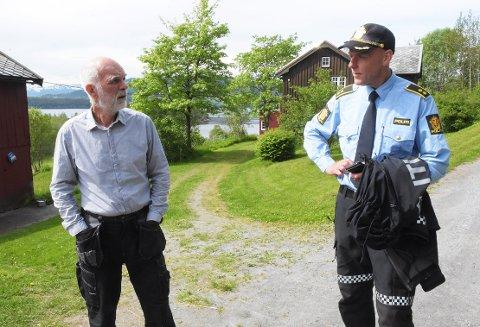 FORTVILET: Ottar Hendseth og Helge Berg beskriver den mangeårige mobbesaken i Halsa som fortvilet og trist. Nå ber de om at alle slutter å ringe og plage en ressurssvak voksen mann i Halsa.