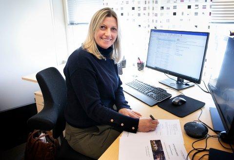 Leder for prosjektstyret for SNR, Heidi Nilsen, her fra da hun signerte en tidligere enterprisekontrakt.