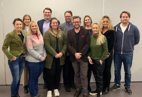 Fra venstre Cathrine Bøhle (Sp), Helene Viken (SV), Nina Brodahl (MDG), Eivind Yrjan Stamnes (Ap), Renathe Fekene (Ap), Lars Jørgen Ormestad (Ap), utvalgsleder Alexander B. Hagen (KrF), Lena Fahre (H), Kari-Lise Kirsebom (H), Ellen Eriksen (Frp) og Harald Berg (H).