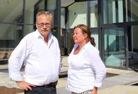 TILTALT: Arkitekt Rune Breili, som er tiltalt for grov korrupsjon, erkjenner ikke straffeskyld. Her sammen med sin advokat Vibeke Hein Bæra.