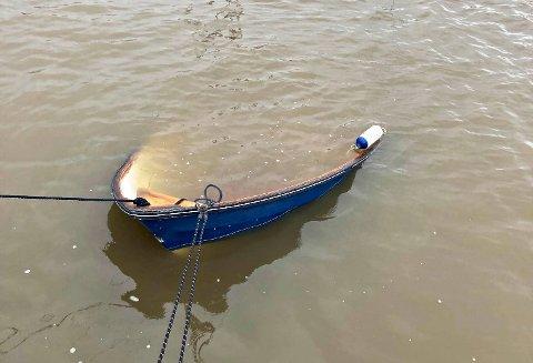 SYNKENDE: Flere båteiere har dessverre fått båtene sine fulle av vann det siste døgnet.