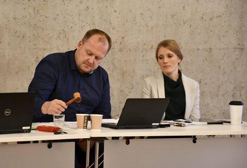 Tid for tilbakebetaling: Bjørn Gunnar Baas og Rakel Birkeli Søraker, begge fra Sp, sikret seg henholdsvis ordfører- og varaordførervervet etter valget. Betingelsen var at de støttet KrF's forslag om kontantstøtte. På kommunestyremøtet i desember ga Rakel Birkeli Søraker klart uttrykk for at hun slettes ikke var noen tilhenger av forslaget. Arkivfoto