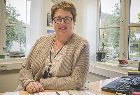 Hjelper de med økonomiske utfordringer: Sparebanken Sørs Bente Christensen i Tvedestrand ber kundene kontakte dem hvis de får problemer.