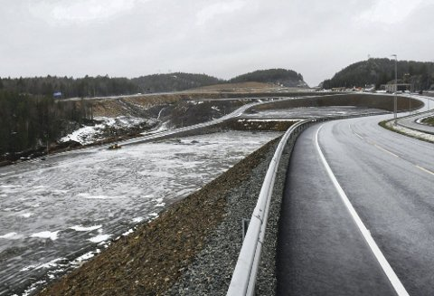 Grenstøl: På området til venstre i bildet skal det nå bygges internveier, slik at arealet kan deles opp i flere mindre tomter.