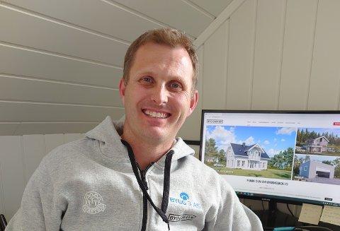 LEVER AV Å BYGGE: Rune Dyb fra Hakadal er daglig leder og hovedaksjonær i Bygg 3 AS.