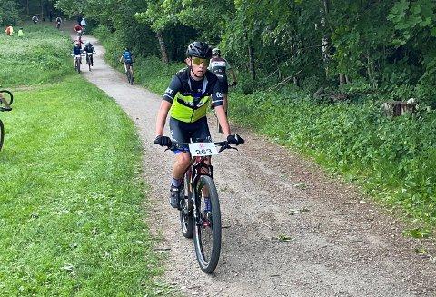 TALENT: Nichlas Øveraasen (16) satser for fullt på terrengsykling. Nå gjør 16-åringen seg klar for å delta i ungdoms-EM for Norge.