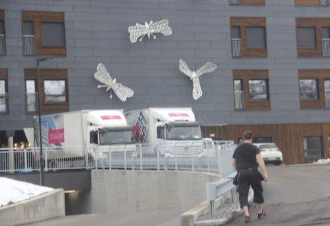 Ullerud helsebygg: Lastebiler ble brukt til flyttingen fra Grande sykehjem til det nye Ullerud helsebygg.