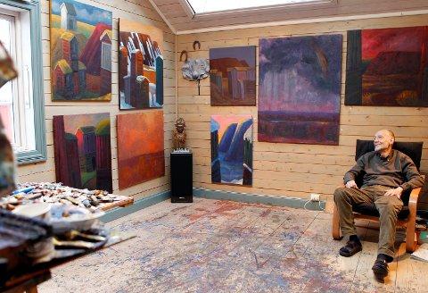 OLAVS PLASS: Olav Dille i atelieret i Bekkholdtgården