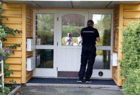 RETT ETTER HENDELSEN: Kriminalteknikere fra politiet på åstedsadressen i Oppegård i 2017.